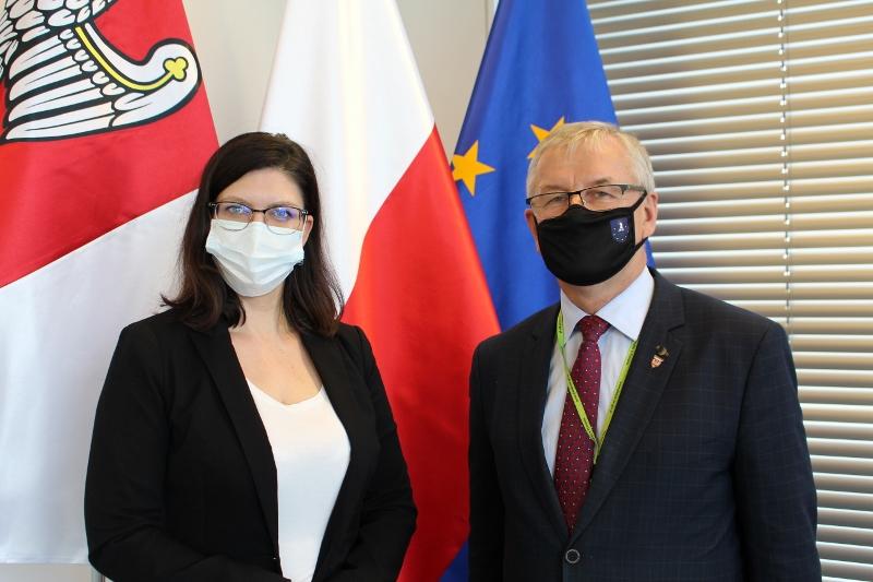 Na zdjęciu: czł. Zarządu Woj. Wielkopolskiego Paulina Stochniałek i Starosta Ostrzeszowski Lech Janicki
