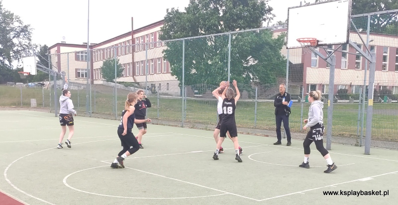Drużyna dziewcząt KS Play Basket Kraszewice