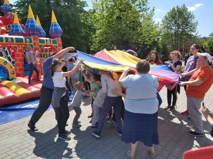 Gry i zabawy na Dniu Dziecka w Specjalnym Ośrodku Szkolno-Wychowawczym